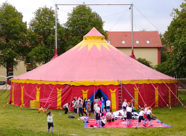 http://www.niesel.homepage.t-online.de/bu-zirkus-california.jpg